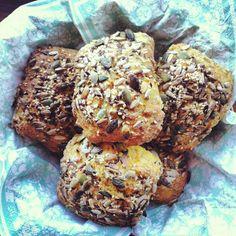 Langtidshævede gulerodsboller med græskar-, solsikkekerner og hørfrø – Sunde Lækkerier