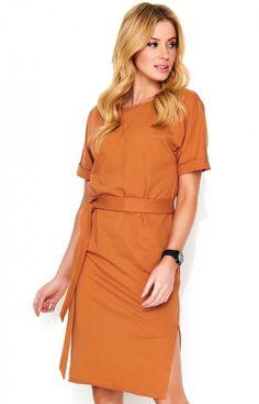d7b7141ae9 Fantastyczna sukienka z najnowszej kolekcji Makadamia wykonana została z  wysokiej jakości dresowego materiału. Luźny fason