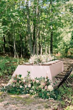 Outdoor micro wedding inspiration Photo: @nicolecolwellphotography