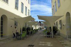 Im Cafe im Kaiserhaus Kaiser, Mansions, House Styles, Outdoor Decor, Home Decor, Bathing, Haus, Luxury Houses, Interior Design