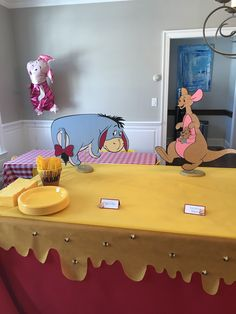 Winnie the Pooh birthday party food table Winnie the Pooh Geburtstag Party Essen Tabelle Winnie The Pooh Themes, Winne The Pooh, Winnie The Pooh Birthday, Baby Boy 1st Birthday, 1st Boy Birthday, Baby Shower Fun, Baby Shower Parties, Baby Shower Themes, Shower Ideas