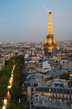 << travel :: the eiffel tower all lit up, paris, france >>