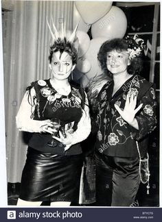 Jordan and Régine ( Régine had a nightclub and was a popular french singer ) 70s Punk, Punk Goth, Punk Poster, Punk Rock Girls, Goth Glam, Youth Subcultures, One Wave, Pamela, Music Photo