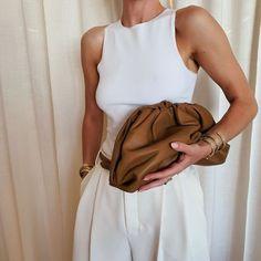 Best Bottega Veneta Bags: Rosie Huntington-Whiteley is a huge fan of Bottega Veneta bags Fashion Me Now, Fashion Weeks, Daily Fashion, Popular Purses, Popular Handbags, Rosie Huntington Whiteley, Hijab Fashion, Fashion Outfits, Fashion Tips