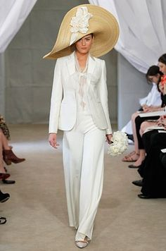 Carolina Herrera White fitted suit with wide leg pants and the BIG hat
