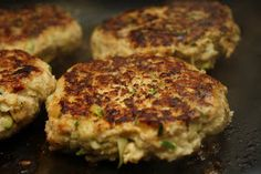 Chicken Zucchini Burgers - We had this for dinner tonight. It has become a family favorite. Thanks Stegner! Chicken Diet Recipe, Chicken Recipes, Lunch Recipes, Cooking Recipes, Healthy Recipes, Yummy Recipes, Cohen Diet Recipes, Zucchini Burgers, Chicken Zucchini