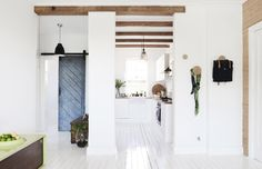 The Scandinavian inspired Sydney home of Frag and Naomi Woodall. Production – Lucy Feagins / The Design Files. Scandinavian Style, Turbulence Deco, Interior Minimalista, The Design Files, Design Furniture, Minimalist Interior, White Houses, White Walls, White Beams