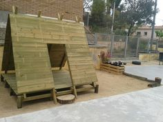 La cabana de fusta.  Ebm cervelló. Playhouse Outdoor, Outdoor Play, Outdoor Decor, Fun Projects For Kids, Outdoor Learning, Forest School, Patio, Play Houses, Cabana