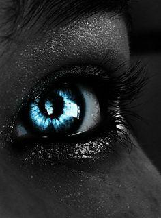 #eye #eyeshadow #purple #contacts