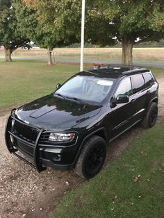2011 Jeep Grand Cherokee WK2 3.6L 4x4. Dark Forrest Green. Black Horse Brush Guard, Rough Country level kit, 265/65R18 Falken Wildpeak, Cargo Roof Rack, Black MB TKO 18x9-0 offset wheels. 2011 Jeep Grand Cherokee, Grand Cherokee Overland, Dark Forrest, Jeep Wk, Black Jeep, Cool Vans, Us Cars, Jeep Life, Cool Jeeps