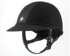 The new SP8 helmet provides that better sun protection with a specially designed visor to shade the whole face and upper neck.  To maintain the Charles Owen flattering look, the brim is deeper and wider to provide additional covering. This low profile helmet also features centrally located front and rear ventilation holes covered in mesh, while the side panels are covered in microfiber suede available in black or midnight navy. The GRpx technology harness takes the superb fit to the next…