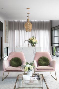Interior Design Ideas and Home Decor Inspiration My Living Room, Living Spaces, Ideas Decoracion Salon, Design Hall, House Of Decor, Long Chair, Interior Rugs, House And Home Magazine, New Furniture