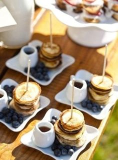 Mini Panquecas Place Cards, Place Card Holders, Places, Blueberry, Brunch, Pancakes, Lugares, Griddle Cakes, Blueberries