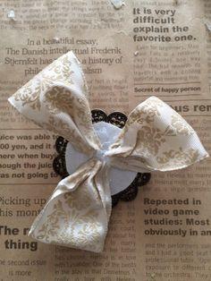 アーティフィシャルフラワー(高級造花)でコサージュを作ります いろいろな形があると思いますが今年作ったものはこ…