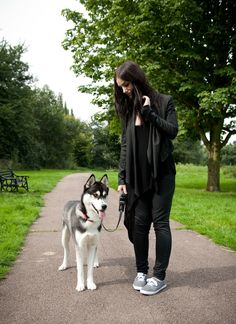 Walking the Dog Edgy Outfits, Classic Outfits, Waxed Cotton Jacket, Summer Coats, 50s Rockabilly, Keds Champion, All Black Everything, Dog Walking, Rottweiler