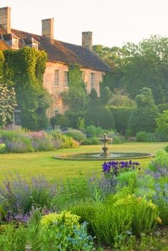 Beautiful Gardens, Beautiful Homes, Beautiful Places, Amazing Gardens, Beautiful Beautiful, Garden Cottage, Manor Garden, French Country House, French Cottage