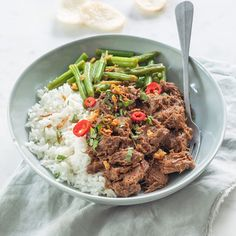 Indonesische rendang basisrecept - Leuke recepten Asian Recipes, Healthy Recipes, Ethnic Recipes, Sushi Bowl, Frittata, Love Food, Broccoli, Slow Cooker, Dinner Recipes