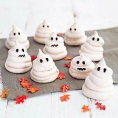 TOP 3 spooky last minute Halloween recepten Belle Halloween, Happy Halloween, Halloween Snacks, Halloween Party, Halloween Ghosts, Party Food And Drinks, Happy B Day, Party Treats, Food Humor