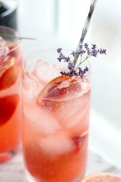 The Valentine's Fizz – Gin Fizz mit Fentimans Rose Lemonade