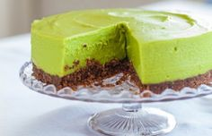 Simple ingredients my kind of cheesecake! avocado lime cheesecake with pecan biscuit base - hemsley + hemsley Avocado Cheesecake, Lime Cheesecake, Cheesecake Recipes, Avocado Dessert, Vegan Cheesecake, Dairy Free Recipes, Raw Food Recipes, Sweet Recipes, Gluten Free