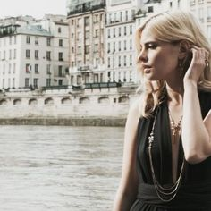 Joyeux #14Juillet ! 🇫🇷 #uneligneparis #jewelry #cinemagraph #cinemagraphy #bows #ines #enamel #paris #france🇫🇷