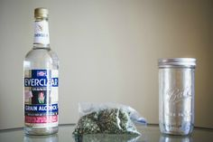 How to Make Weed Vodka, aka 'Green Dragon' ima call it the grinch Weed Recipes, Marijuana Recipes, Vodka Recipes, Cannabis Edibles, Drink Recipes, Herbal Tinctures, Herbalism, Everclear, Plants