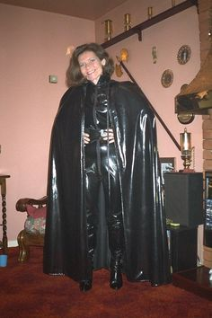 Ready for a Fetish Walk in black Vinyl Black Raincoat, Mens Raincoat, Pvc Raincoat, Pvc Catsuit, Rubber Catsuit, Latex Wear, Sexy Latex, Capes, Rubber Dress