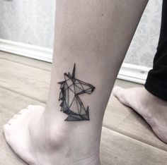 Geometric unicorn by Sandra Cunha