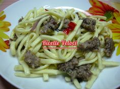 Scialatielle calabresi con salsiccia basilico e cipolla rossa di Tropea