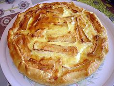 The best Quiche recipe with potatoes, raw ham and camembert! To try it is to adopt it! Ingredients: 1 puff pastry 6 potatoes 1 camembert coulommier 7 tr of raw ham 2 e Greek Recipes, Low Carb Recipes, Cooking Recipes, Healthy Dinner Recipes, Quiche Recipes, Potato Recipes, Paprika Pizza, Quick Pizza, Pizza Cake