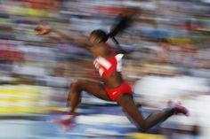 Caterine Ibargüen en su salto triple para conquistar la medalla de oro del Mundial de Atletismo de Moscú, Rusia. (EFE)