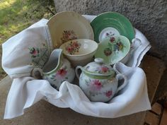 Vintage tea cups, saucers, vintage linens and a sweet sugar and creamer sit together in a basket. Fair Theme, Theme Ideas, Vintage Tea, Christmas Projects, Linens, Liberty, Tea Cups, Basket, Sugar