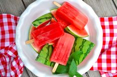 10 Baby Food Popsicles Sure to Soothe a Teething Tot - Nicole Bell-Mitchell - Baby Foods Baby Food Popsicles, Raspberry Popsicles, Watermelon Popsicles, Smoothie Popsicles, Smoothies, Banana Frozen Yogurt, Frozen Yogurt Pops, Toddler Meals, Kids Meals