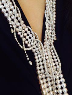 Mikimoto Regalia Akoya Cascade Necklace (Akoya cultured pearls with diamonds, set in 18k white gold). / Collar en cascada de Mikimoto Regalia Akoya ( perlas cultivadas Akoya   montadas con diamantes y oro blanco de 18 quilates).