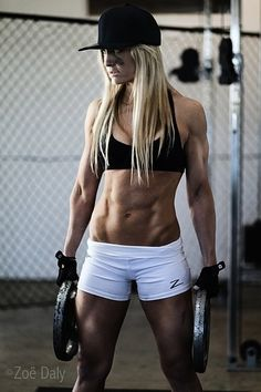 Female Form #StrongOverSkinny #Inspiration #WomenLift2 Zoe Daly