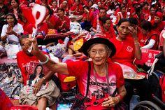 Thailandia: Camicie Rosse in piazza nel terzo anniversario della repressione