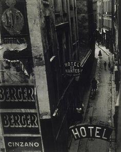 Brassai. Hotels de passe, rue Quincampoix, 1932.