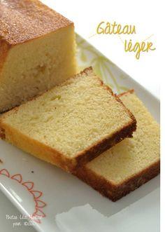 C'est vraiment la petite recette de gâteau que tout le monde devrait avoir. C'est sur un forum que je suis tombée sur cette petite merveille. Dans la recette originale, c'était un mélange de lait et de beurre que j'ai remplacé par de la crème légère....