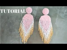DIY TUTORIAL ARETES de MOSTACILLAS tipo premios Oscar 2019 - YouTube Beaded Crafts, Handmade Beaded Jewelry, Earrings Handmade, Diy Jewelry, Bead Jewellery, Seed Bead Jewelry, Seed Bead Earrings, Beaded Chocker, Beaded Rings