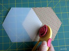Life Under Quilts: Moda Honeycombs for EPP