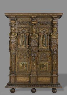 France (vers 1580)  Armoire  Noyer et chêne partiellement dorés et peints  H. : 2,06 m. ; L. : 1,50 m. ; Pr. : 0,60 m.  Don marquise Arconati Visconti, 1916