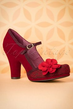 Ruby Shoo did it again! These60s Tanya Pumpsare just amazing!Your classy look isn't complete without these beauties on your feet! Made from a gorgeous deep red suedine and a jacquard fabric with retro details on the front and finished off with eggplant coloured trims and a striking flower application for an extra vintage touch, só cute! Besides the fact that they look great, the padded sole and solid heel also ensures a comfy fit for hours. L-O-V-E!   Round shoe nose ...