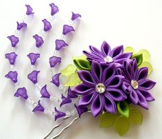 Violet fourche de cheveux de fleur tissu de Kanzashi.  par JuLVa