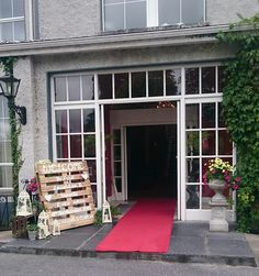 Welcome to The Castle Oaks House Hotel in Limerick. Located in Castleconnell, beside the River Shannon, our manor house is the perfect destination. Oaks House, Country House Hotels, Laughter, Castle, Palette, Weddings, Outdoor Decor, Diy, Vintage