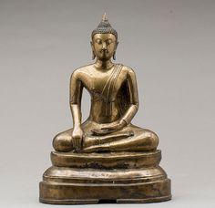Buda em bronze de finais do sec.19th, 36cm de altura, 9,220 USD / 8,125 EUROS / 35,040 REAIS / 58,595 CHINESE YUAN soulcariocantiques.tictail.com