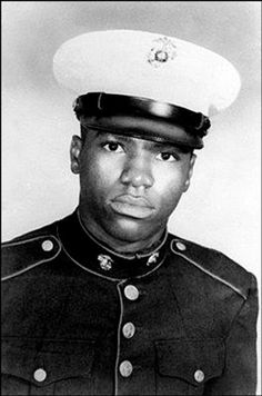 Dan Bullock doctored his birth certificate at age 14 to be able to join the US Marines. At age 15 he was KIA in the Vietnam War. Born Died what a hero! South Vietnam, Vietnam War, Vietnam History, Joining The Marines, History Magazine, Killed In Action, Young Americans, African Americans, Vietnam Veterans Memorial