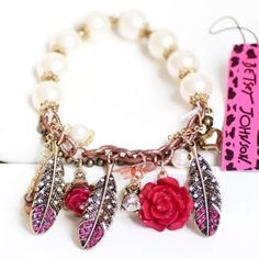 ❤️Betsey Johnson Feather Charm Bracelet❤️ New with tags. Stretchy. Prices can be lowered. Bundle with closet discount of 30% off 2 of more Betsey Johnson Jewelry Bracelets