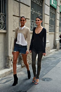 worth another look that... #JoanSmalls & #JacquelynJablonski slaying it double time #offduty in Milan.