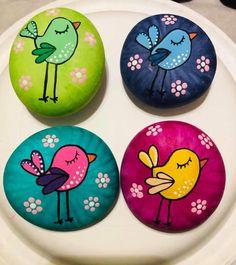 Painted Rock Animals, Painted Rocks Craft, Hand Painted Rocks, Painted River Rocks, Rock Painting Patterns, Rock Painting Ideas Easy, Rock Painting Designs, Pebble Painting, Pebble Art