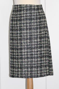 Sewing Chanel-Style, how to sew a Chanel Inspired jacket? Chanel Fashion, Chanel Style, Couture Sewing Techniques, Couture Skirts, Couture Jackets, Wrap Pattern, Skirt Fashion, Stretch Fabric, Tweed